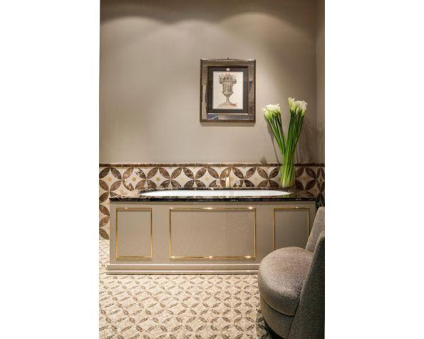 Rivoli square bathtub