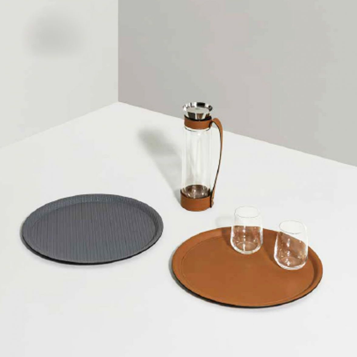 Albi round tray & thermal carafe