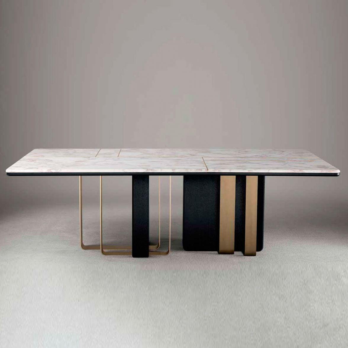Saint dining table